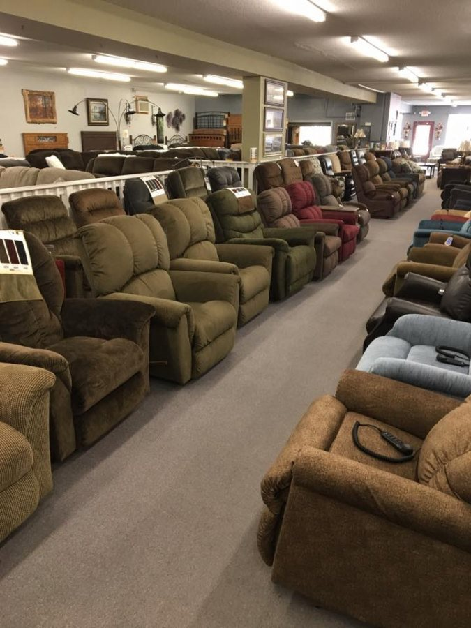 Charmant ... Rows Of Reclining Chairs At Lin Furniture ...